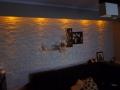 Oświetlenie ściany z kamienia